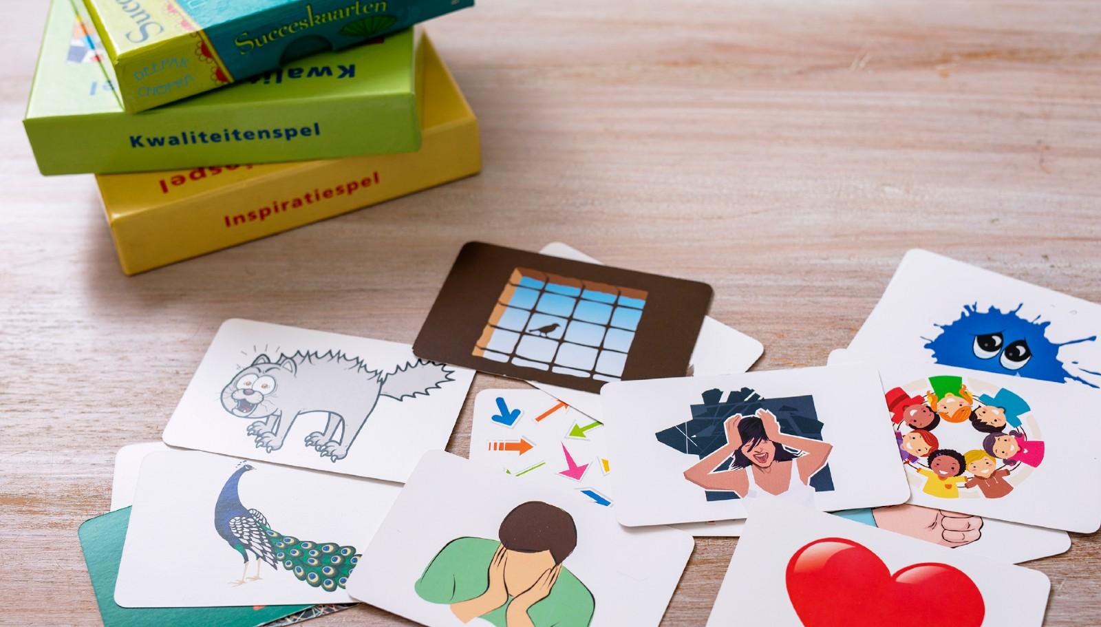 Spel kaarten met afbeeldingen van stress uitingen