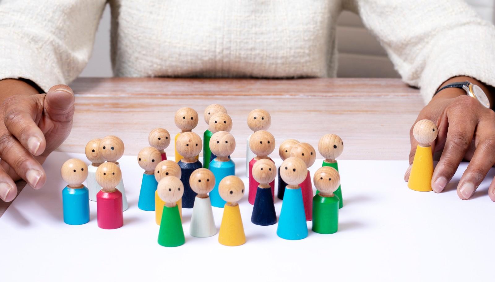 Houten poppetjes voor familieopstellingen